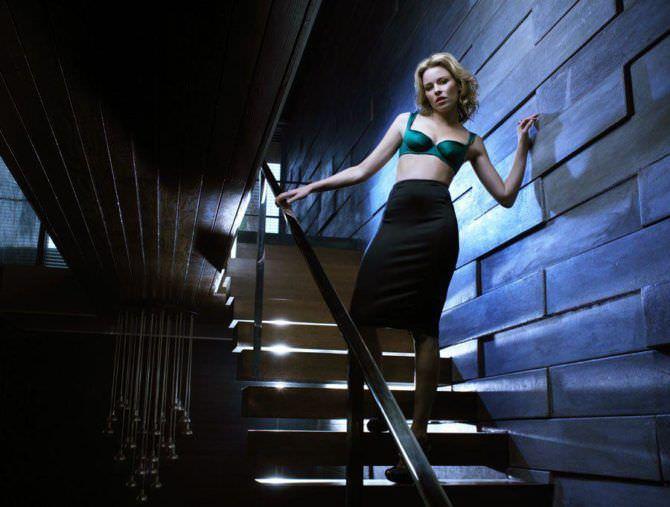 Элизабет Бэнкс фотография в белье и юбке