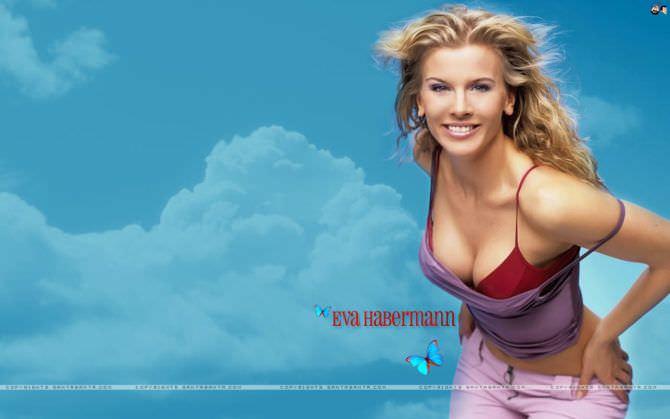 Ева Хаберманн фото в красном бикини