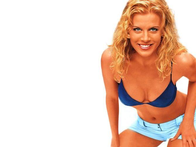 Ева Хаберманн фото в синем бикини