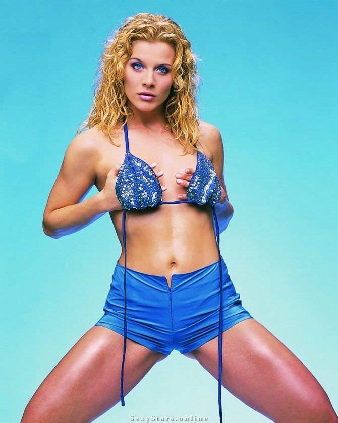 Ева Хаберманн фотография в синих шортах