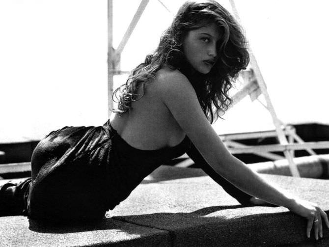 Летиция Каста чёрно-белое фото в платье