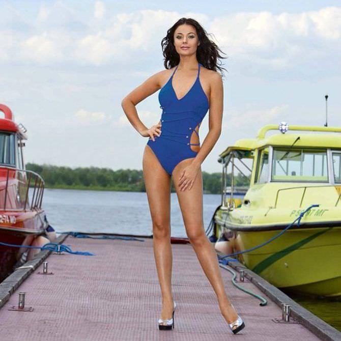 Оксана Фёдорова фото в синем куплаьнике