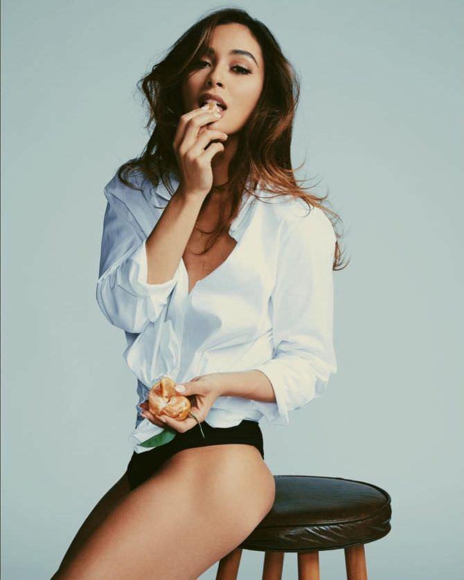 Линдси Морган фото в белой рубашке