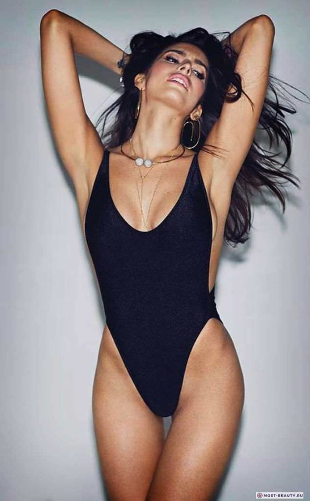 Дженезис Родригез фото в чёрном купальнике