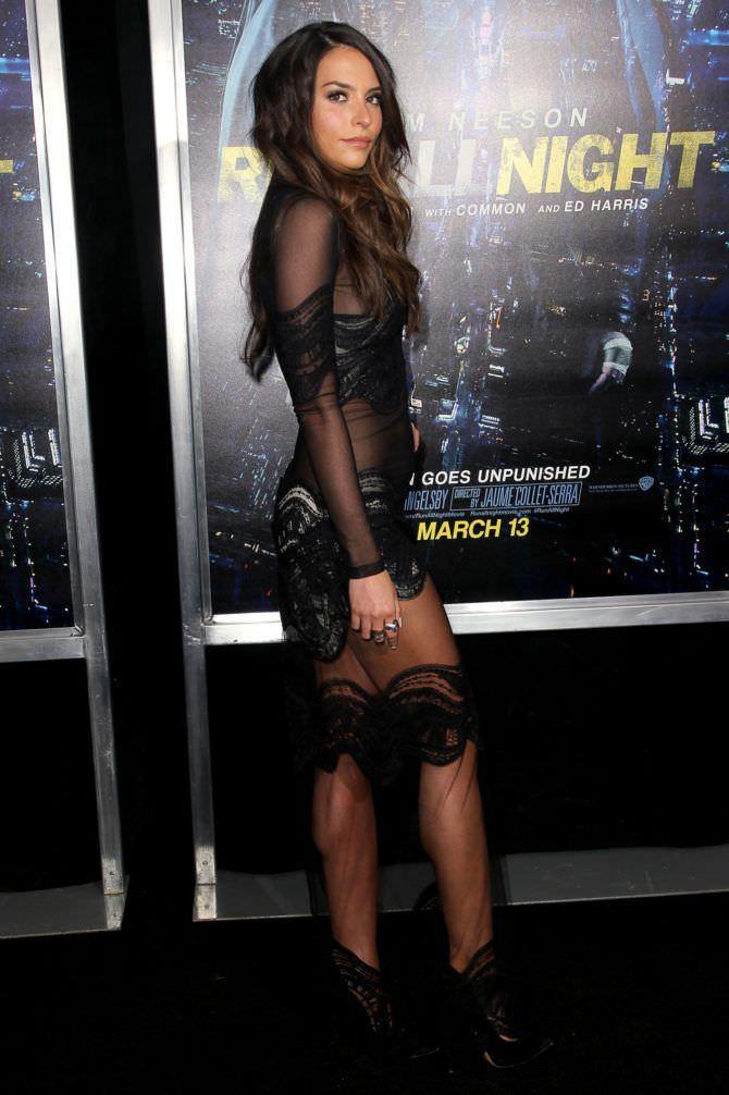 Дженезис Родригез фото в кружевном платье