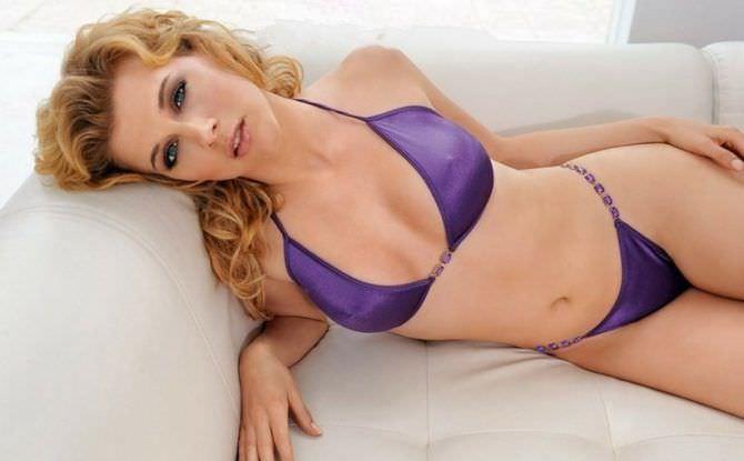 Ева Хаберманн фото в фиолетовом бикини