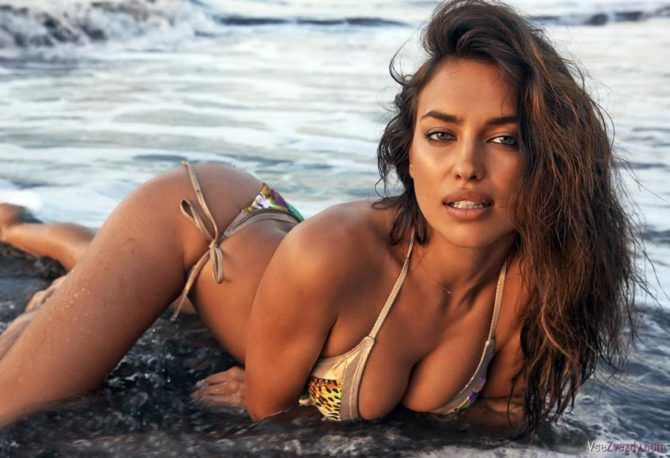Ирина Шейк фотография в бикини на пляже