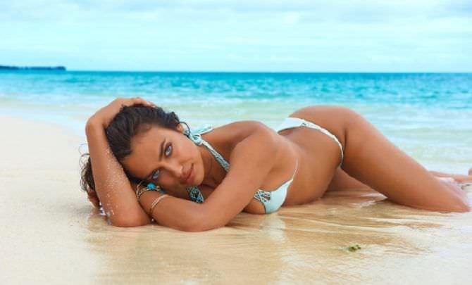 Ирина Шейк фотосессия в бикини на пляже