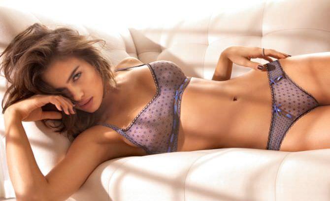Ирина Шейк фотография в белье на кровати