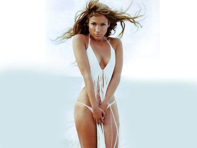 Дженнифер Лопес фото на пляже в купальнике