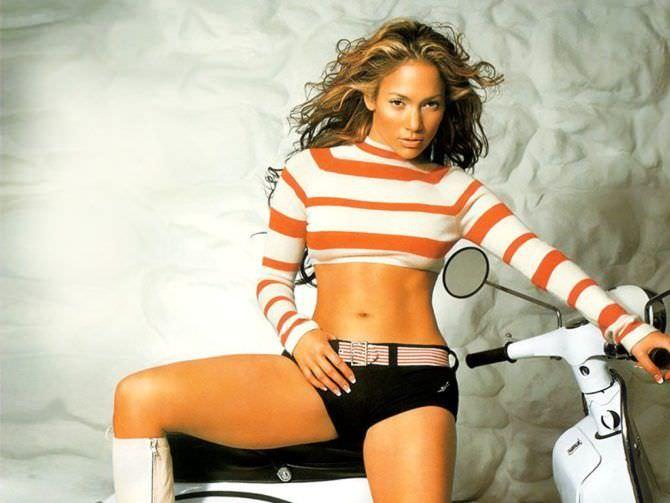 Дженнифер Лопес фотосессия с мотоциклом