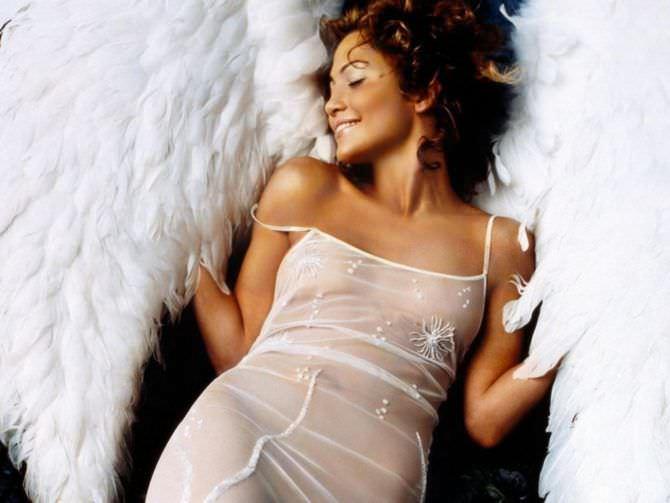 Дженнифер Лопес фото с белыми крыльями