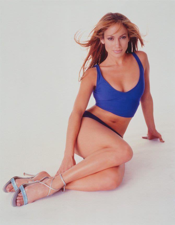 Дженнифер Лопес фотография в синей майке