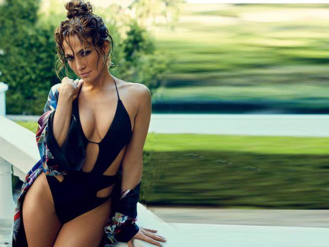 Дженнифер Лопес фото в чёрном купальнике