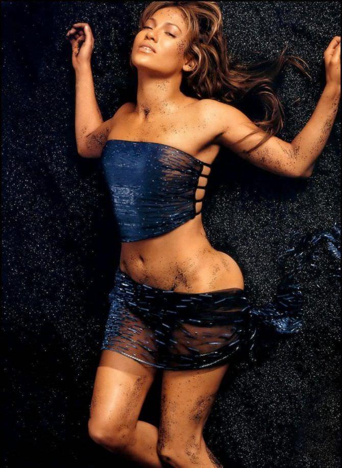 Дженнифер Лопес фото в чёрном костюме