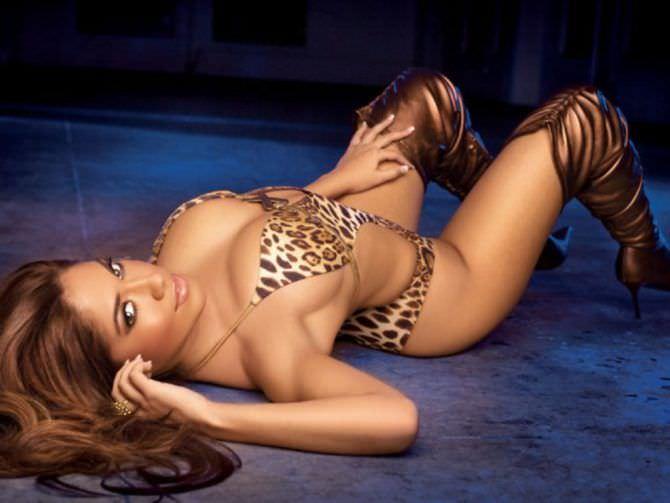 Дженнифер Лопес фото в леопардовом бикини