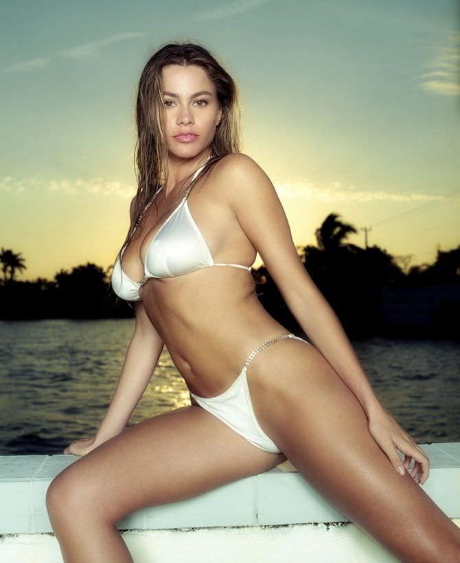 София Вергара фотография в бикини на пляже