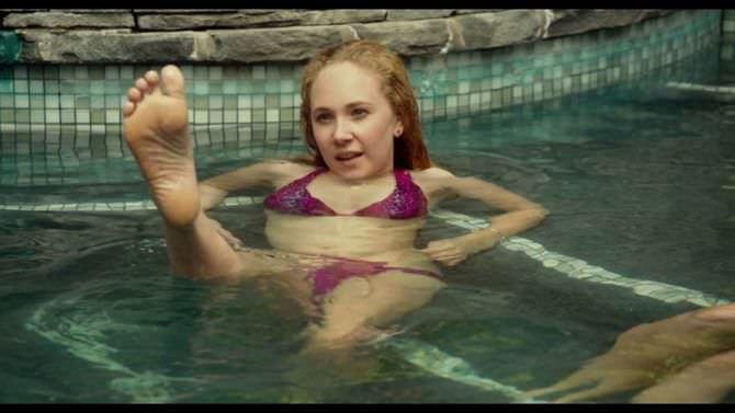 Джуно Темпл кадр в купальнике