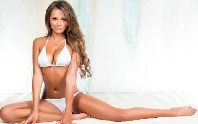 Каролина Севастьянова фото в белом бикини для максим