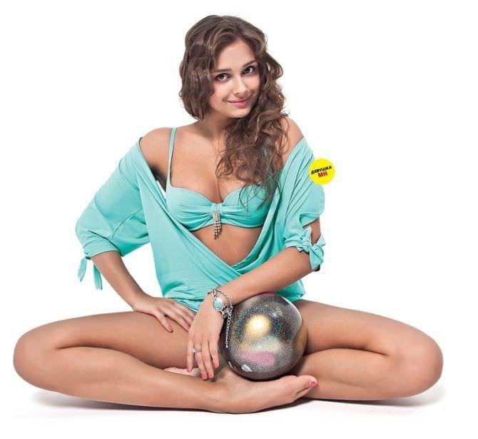 Каролина Севастьянова фото с мячом