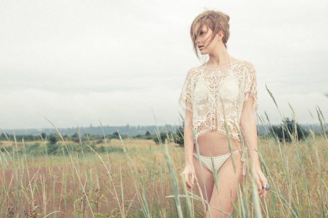 Алексия Фаст фото в кружевах в поле
