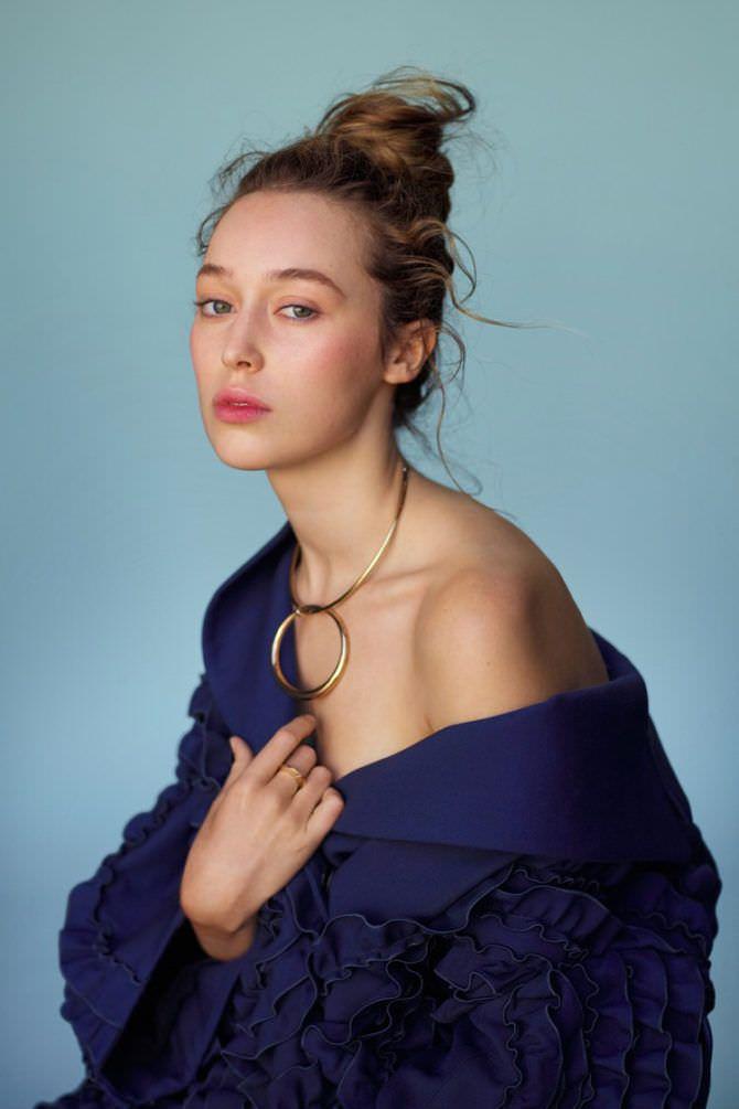 Алисия Дебнем-Кери фото в синем платье