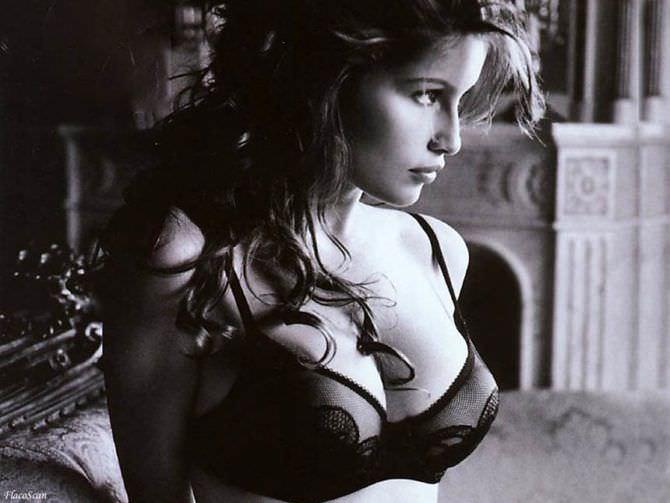 Летиция Каста чёрно-белое фото в белье