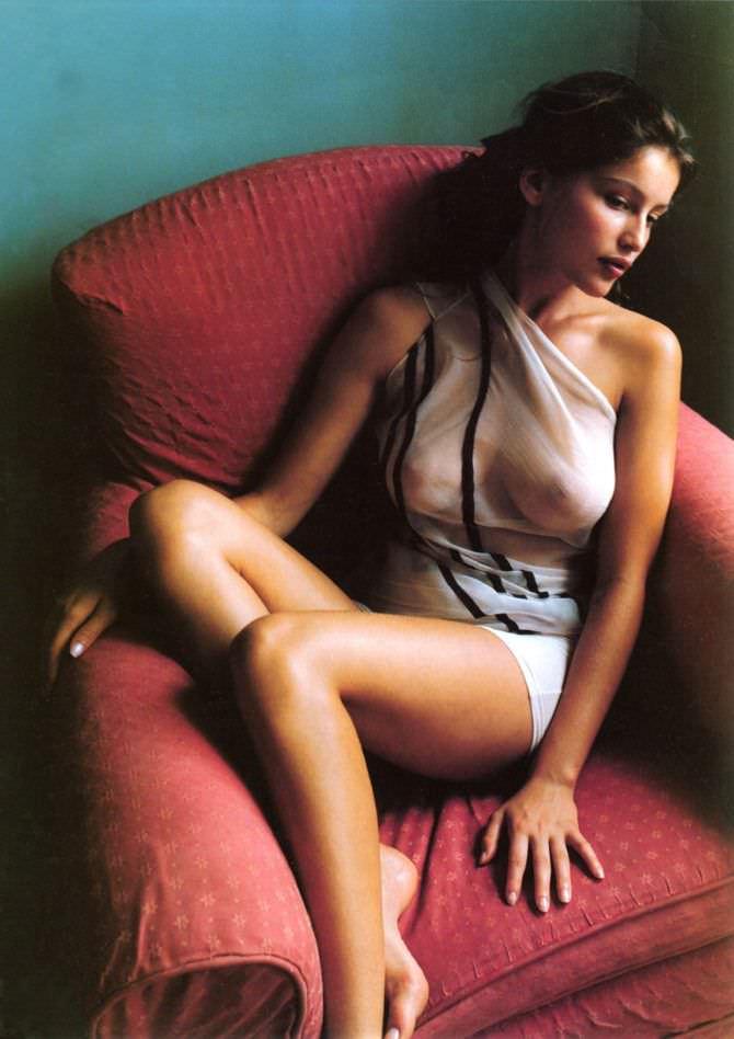 Летиция Каста фото впрозрачном белом платье