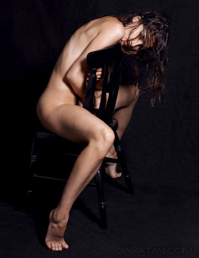Летиция Каста красивая фотосессия без одежды