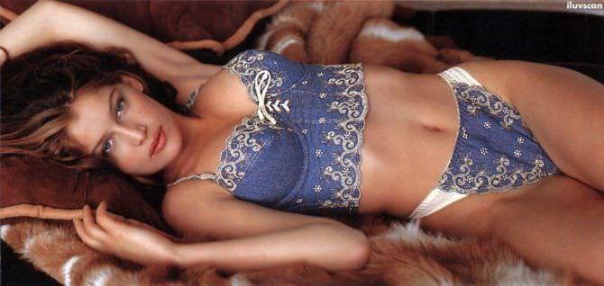 Летиция Каста фотосессия в красивом белье