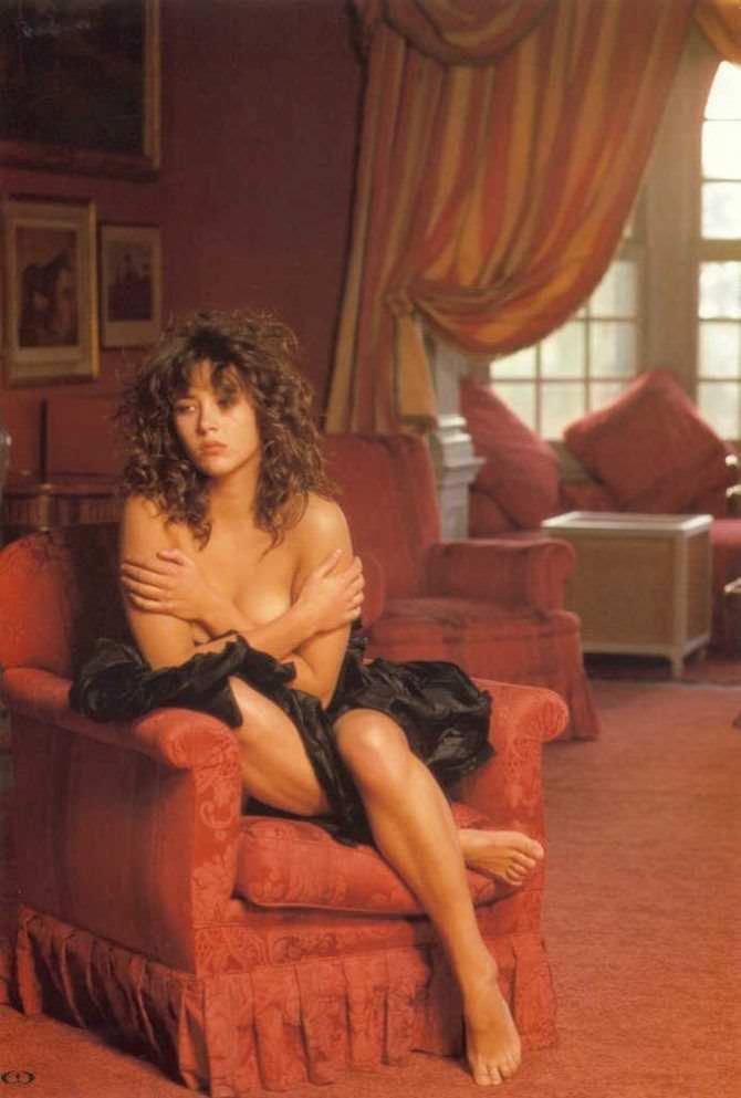 Софи Марсо фото в нижнем белье на кресле