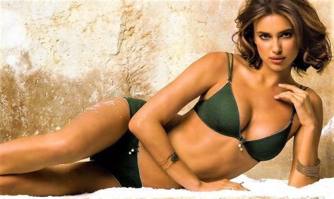 Ирина Шейк фотография в зелёном купальнике