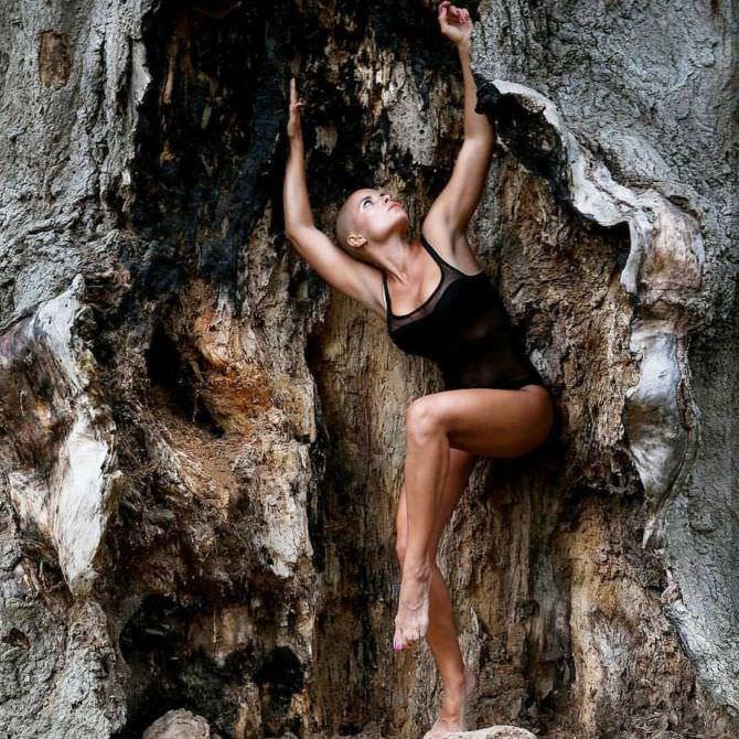 Марина Вовченко фото в скалах в купальнике