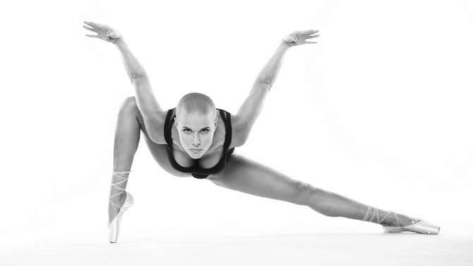 Марина Вовченко чёрно-белая откровенная фотография