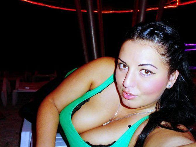 Рима Пенджиева фото в зелёной майке