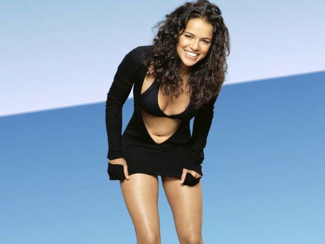 Мишель Родригес фото в купальнике и платье