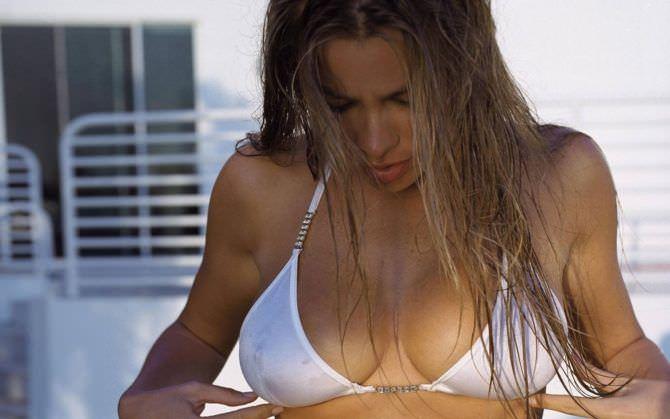 София Вергара фото в белом купальнике