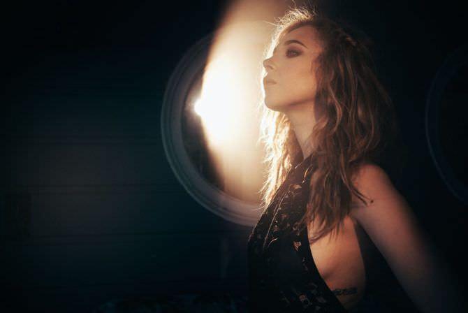 Джуно Темпл фотография в вечернем платье