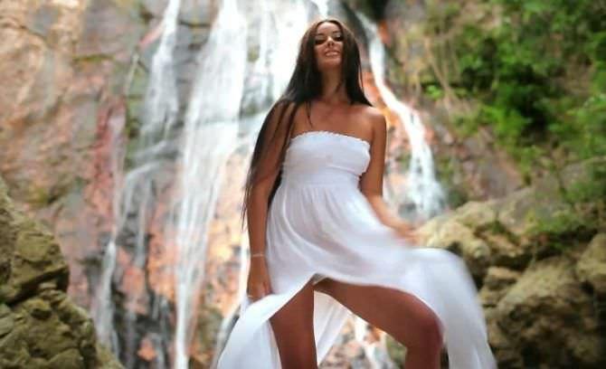 Оксана Фёдорова фотографяи в белом платье