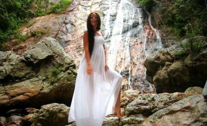 Оксана Фёдорова фото в белом сарафане
