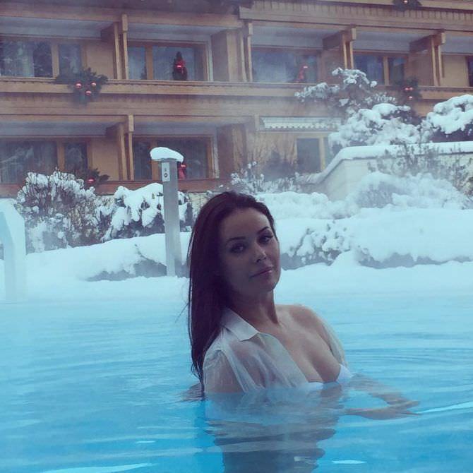 Оксана Фёдорова фотография в горячем источнике
