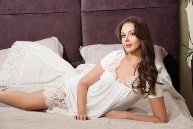 Оксана Фёдорова фотография в белой сорочке