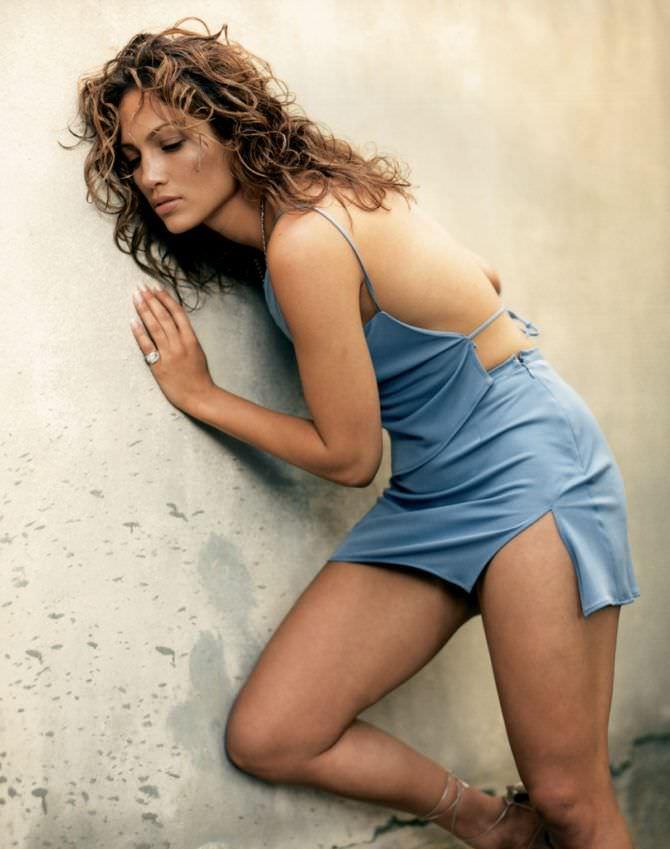 Дженнифер Лопес фотография в коротком платье
