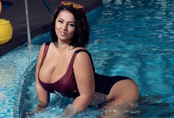 Рима Пенджиева фотосессия в бассейне