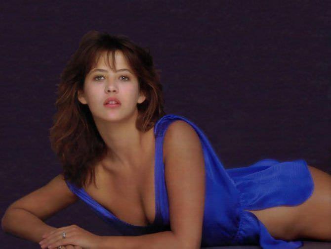 Софи Марсо фотография в синей блузке
