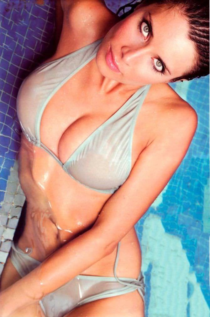 Пилар Рубио фотография в сером бикини