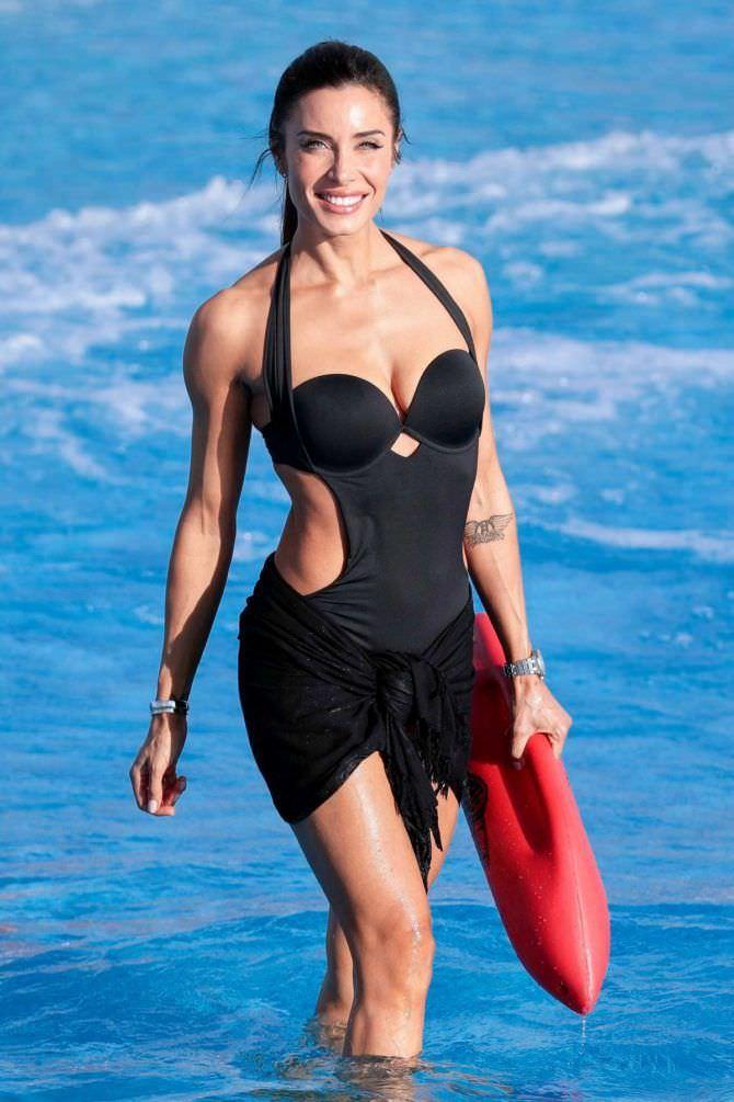 Пилар Рубио фотосессия в купальнике на пляже