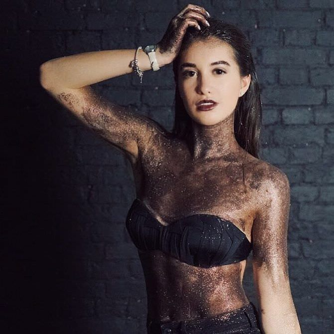 Василиса Даванкова фотография в белье в краске