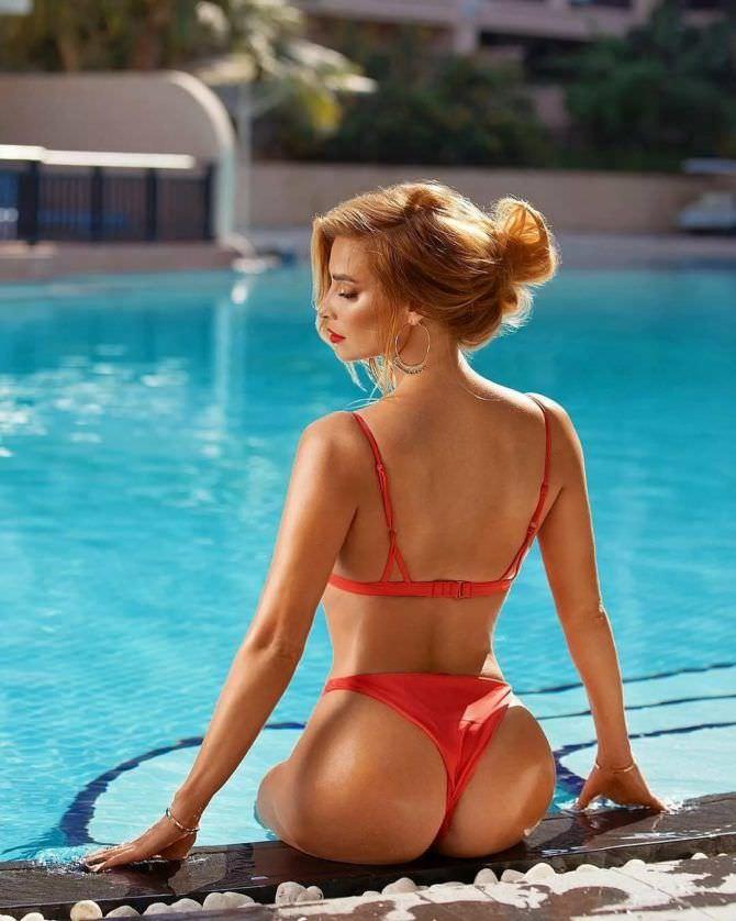 Татьяна Котова фото у бассейна со спины
