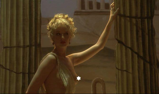 Келли Райлли кадр в греческом платье